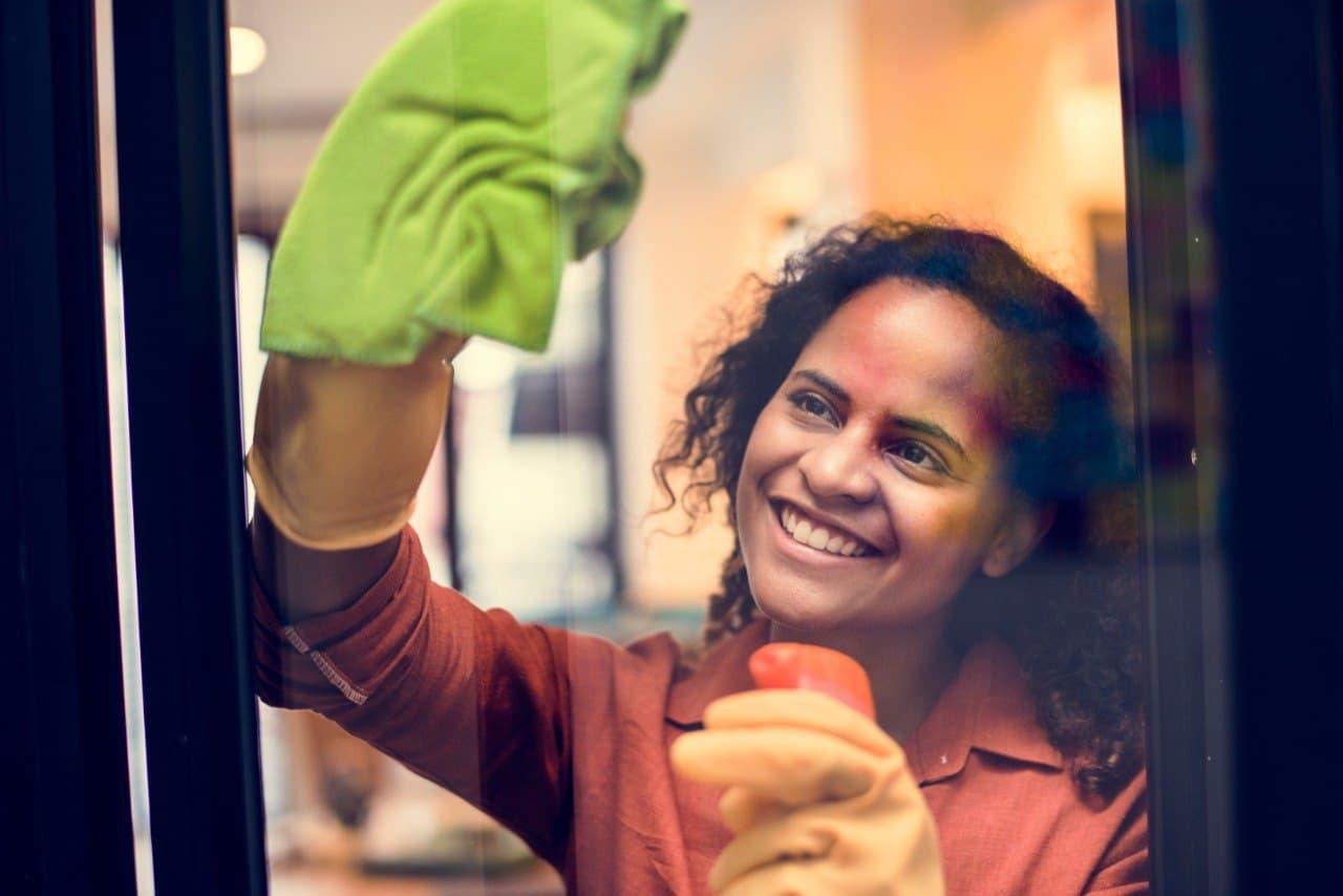 Fenster streifenfrei putzen: Mit diesem Fenster Reiniger geht's